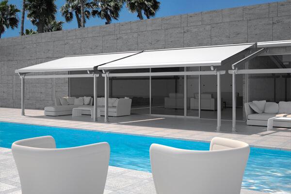 coberturas enrolveis com acabamento em box utilizada para proteo contra sol e chuva em espaos livres em hotis terraos residncias e